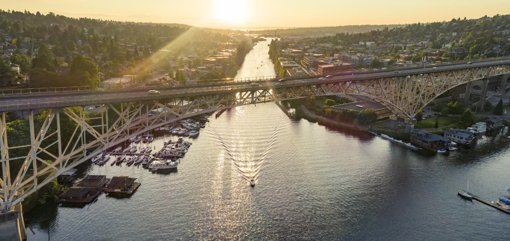 Boater going under Aurora Bridge